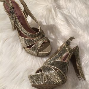 Gold Sequin Heals - 6M